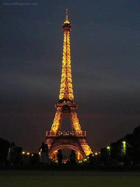 eiffel_tower_at_night